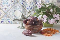 Daty owoc i różana wciąż życie obraz stock