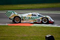 Dauer 1989 que compite con el prototipo del grupo C de Porsche 962 en Monza Fotos de archivo