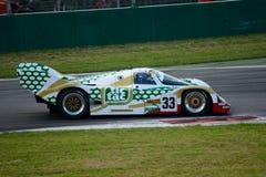 Dauer 1989 que compite con el prototipo del grupo C de Porsche 962 en Monza Foto de archivo libre de regalías