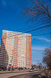 Dauerwelle, Russland - April 16,2016: Neue moderne Apartmenthäuser Stockfotos