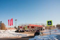DAUERWELLE, RUSSLAND - Feb, 06 2016: Tankstelle Lukoil stockbild