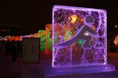 DAUERWELLE, RUSSLAND - 11. JANUAR 2014: Belichteter skeletonist Charakter Stockbild