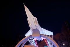 DAUERWELLE, RUSSLAND, AM 17. JANUAR Monument 2016 MiG auf dem Aufstieg 'Nacht Stockbilder