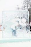 DAUERWELLE, RUSSLAND - 6. JANUAR 2014: Skulptur des Gebirgsskifahrers Stockfoto