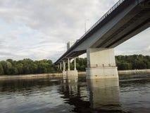 Dauerwelle, Russland - Juni 2017 Das Projekt reist in Russland Kama-Fluss, Ural, Ansicht vom Fluss Kama lizenzfreies stockfoto