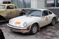 DAUERWELLE, RUSSLAND - 29. JUNI 2016: Porsche 911 ist in der Stadt nach t Stockbild