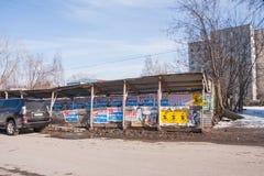 Dauerwelle, Russland - 31. März 2016: Bau, der für pedestria ficht Lizenzfreie Stockfotos