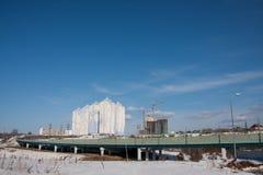 Dauerwelle, Russland - 31. März 2016: Bau einer neuen bewohnten Co Lizenzfreie Stockfotografie