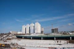 Dauerwelle, Russland - 31. März 2016: Bau einer neuen bewohnten Co Stockbilder
