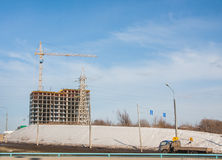 Dauerwelle, Russland - 31. März 2016: Bau eines neuen modernen apa Lizenzfreie Stockfotografie