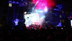 DAUERWELLE, RUSSLAND - 13. OKTOBER 2016: Versehen Sie Kasta auf Straßenstadium am Konzert für Jahrestag 100 der Dauerwelle-staatl