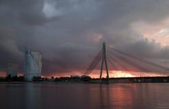 Daugava y puente del río Imágenes de archivo libres de regalías