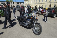 Daugavpils/Letónia - 5 de maio de 2018: Recolhimento anual dos motociclistas dos países Báltico no Daugavpils fotos de stock royalty free