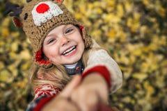 Daugher-Lächeln in camera Stockbild