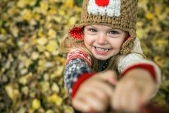Daugher-Lächeln in camera Lizenzfreie Stockbilder