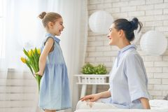 Daughter congratulating mom Royalty Free Stock Images