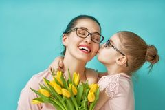 Daughter congratulating mom Royalty Free Stock Photos