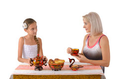 daughter drinking focus mother point tea Στοκ φωτογραφίες με δικαίωμα ελεύθερης χρήσης