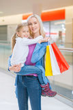 daughter mall mother shopping Στοκ εικόνες με δικαίωμα ελεύθερης χρήσης