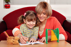 Daughter and mother doing homework Royalty Free Stock Photos