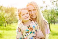daughter mother outdoors Στοκ φωτογραφίες με δικαίωμα ελεύθερης χρήσης