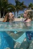 daughter mother pool Στοκ Φωτογραφία