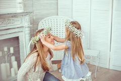 Daughter is putting a floral wreath on her mother Royalty Free Stock Photos