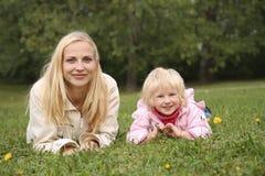 daughter2 μητέρα Στοκ φωτογραφία με δικαίωμα ελεύθερης χρήσης