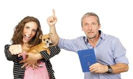 Daugther e padre con la chihuahua Fotografia Stock Libera da Diritti