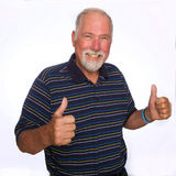 Daumen oben vom reifen Mann Lizenzfreie Stockfotografie
