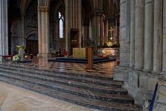 Davanti al coro della cattedrale di Reims fotografie stock libere da diritti