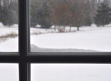 Davanzale della finestra con Snoww fotografia stock