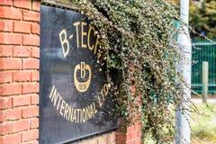 Daventry Великобритания 13-ое марта 2018: Взгляд дня логотипа Ltd B-техника международного подписывает внутри имущество мартов пр Стоковое Изображение RF
