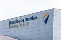 Daventry 13 de março de 2018 BRITÂNICO: Ideia do dia do sinal do logotipo dos produtos da construção de Hambleside Danelaw na par Fotos de Stock
