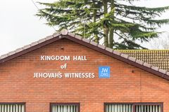 Daventry UK στις 13 Μαρτίου 2018: Αίθουσα βασίλειων του σημαδιού λογότυπων μαρτύρων Jegovahs στο πόλης κέντρο Daventry Στοκ Εικόνες