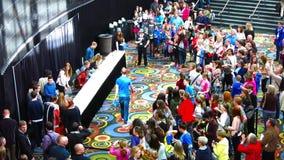 David Archuleta e o estúdio C cumprimentam fãs Salt Lake City no fevereiro de 2015 vídeos de arquivo