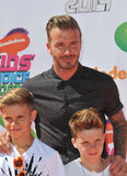 David Beckham & Romeo James Beckham & Cruz David Beckham Royaltyfri Fotografi