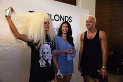 David Blond e Phillipe Blond dietro le quinte prima della sfilata di moda di Blonds Fotografia Stock Libera da Diritti
