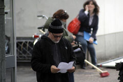 David Fincher standing in a street reading
