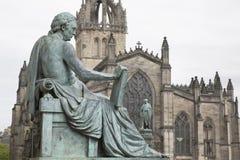 David Hume Statue door Stoddart met St Giles Cathedral, Koninklijk Mil royalty-vrije stock afbeelding
