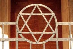 David stjärna på synagoga Arkivbild