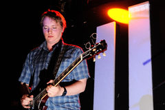 David Tattersall, guitarrista e cantor do grupo de rock que inglês a onda representa Fotografia de Stock Royalty Free