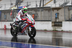 Davide Giugliano #34 στο εργοστάσιο Aprilia RSV4 1000 με τη Althea που συναγωνίζεται την ομάδα Superbike WSBK Στοκ Εικόνα