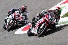 Davide Giugliano en Leon Camier in Superbike WSBK Stock Foto's