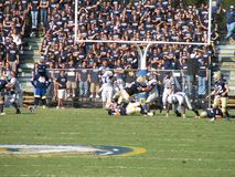 Davis, CA - Oktober 15, 2006: UC Davis Aggies versus Centraal Arkansas draagt voetbalspel Stock Afbeeldingen