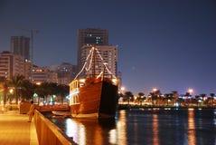 Daw Sharja en la noche Imagen de archivo libre de regalías