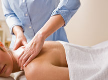 dawać masażu terapeuta kobiety Obrazy Royalty Free