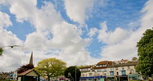 Dawlish et ciel nuageux image stock