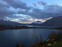 Dawn πέρα από μια λίμνη Στοκ εικόνα με δικαίωμα ελεύθερης χρήσης