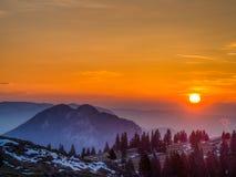 Dawn πέρα από τα βουνά Στοκ Εικόνες